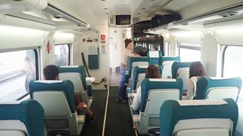 170601Zaragoza列車の内部.jpg