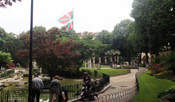 170602バスクの旗.jpg