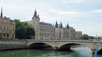 170715シャンジュ橋とコンシェルジュリー.jpg