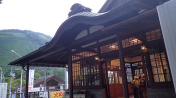 190723御嶽駅破風1.jpg
